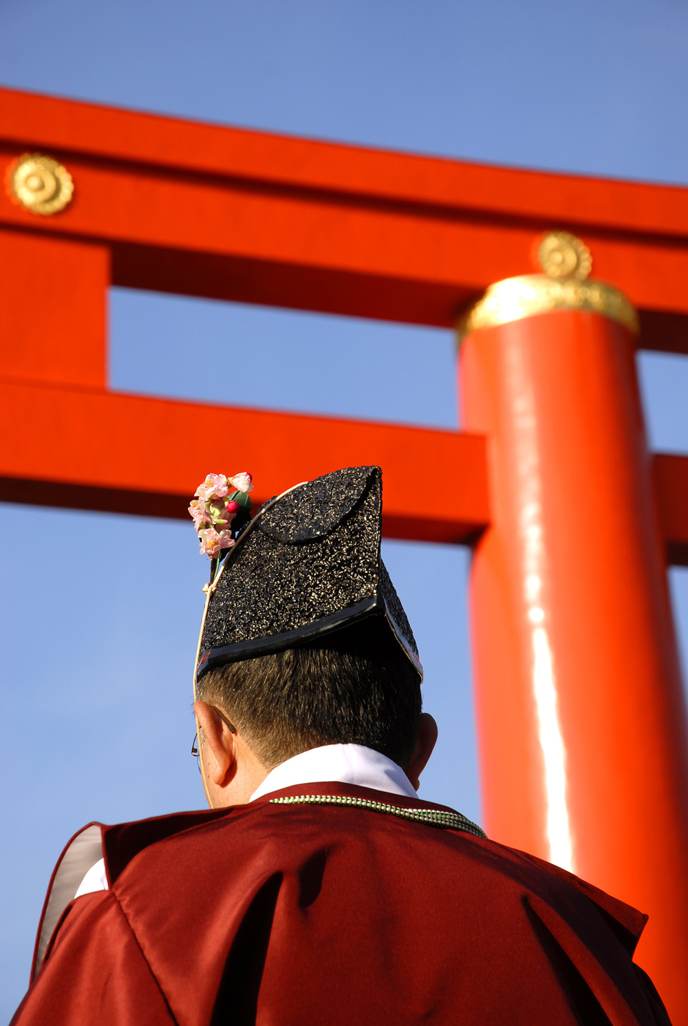 Monk and Heian Shrine torii gate at the Jidai Matsuri