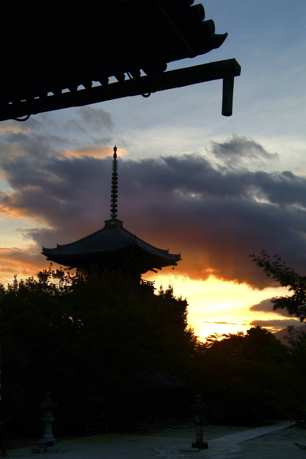 Sunset at Shinnyodo Temple