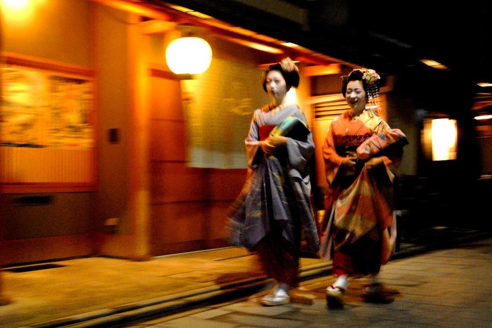 Two Maiko in Miyagawacho