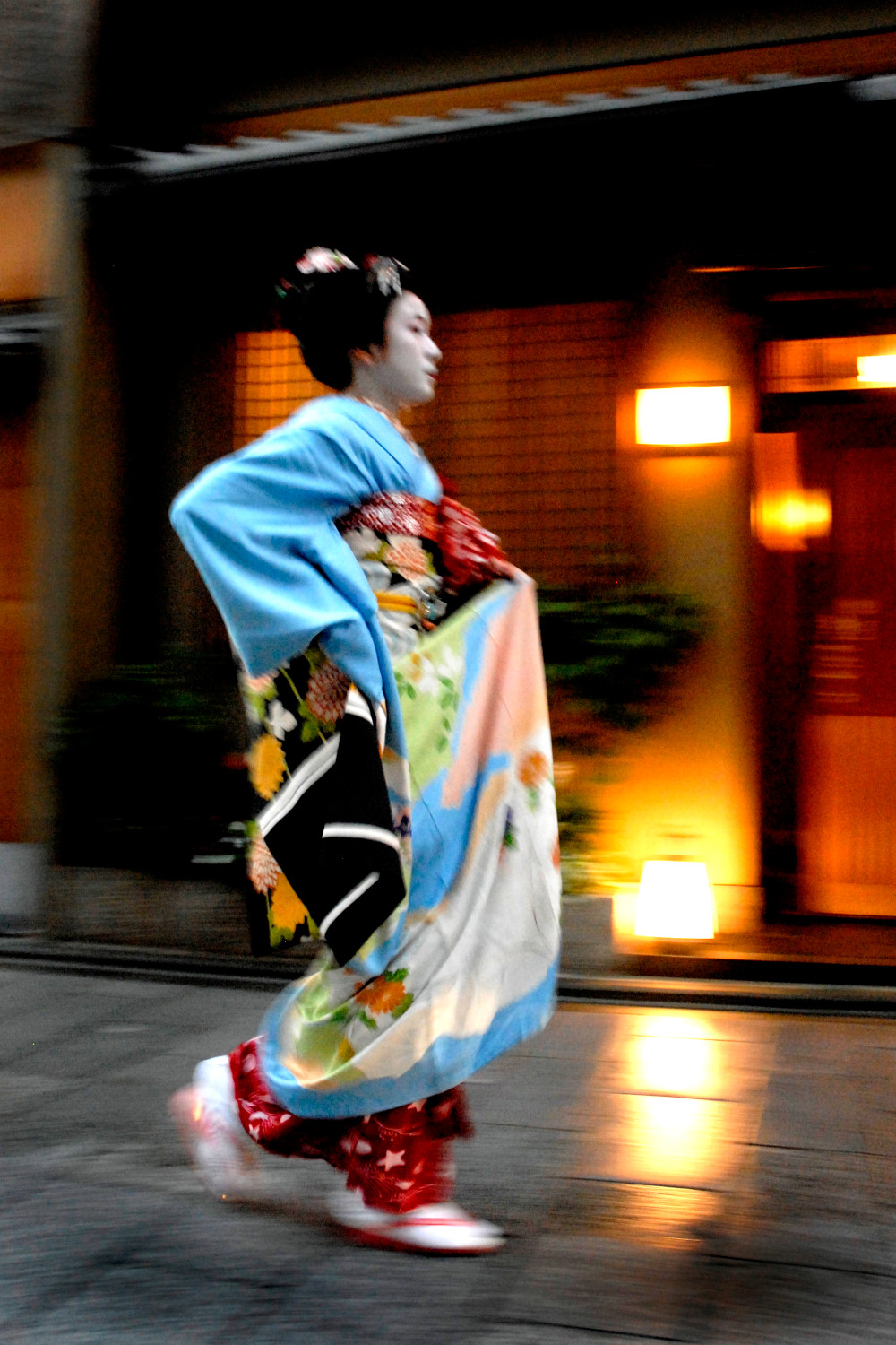 Maiko going to her appointment