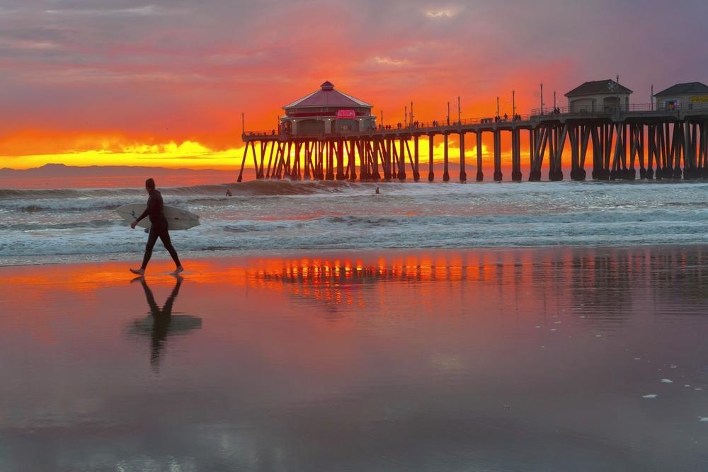 bigstock-Surf-City-Huntington-Beach-Pie-24727451.jpg