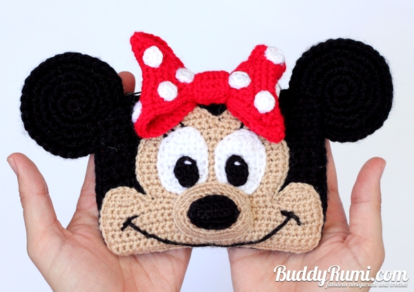 Minnie and Mickey crochet wallet
