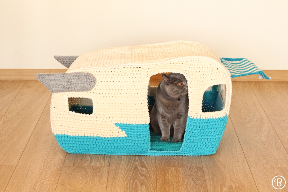 On the Road House cat crochet bed
