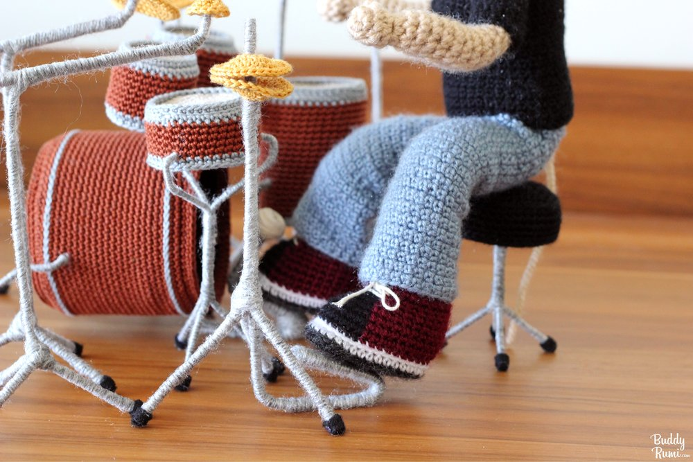 Crochet drummer and drum set