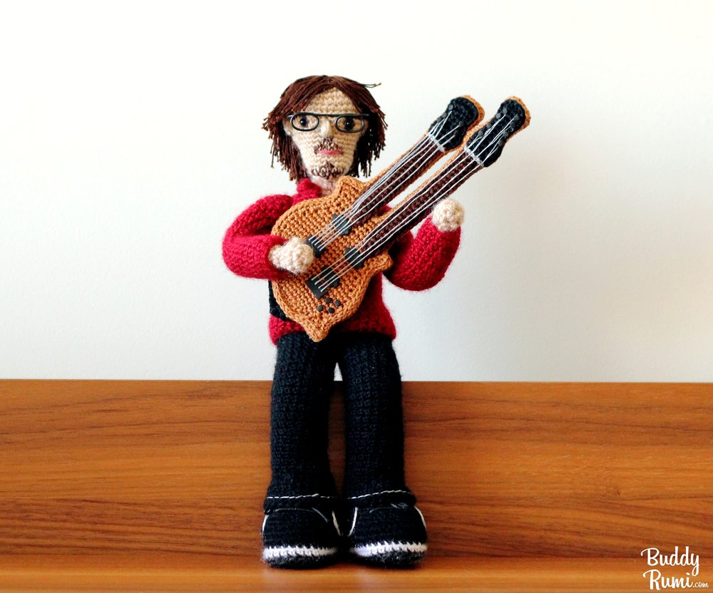Two arms amigurumi guitar