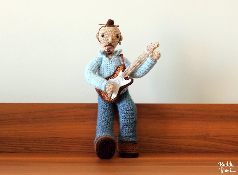 Crochet guitar player