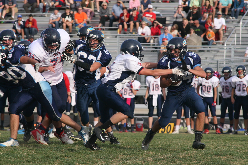 Pictured in action: Garrett Lloyd (34) goes left with blocking by Jackson O'Hara (67).  Find the complete story in the October 29, 2014, edition of  The Payson Chronicle .