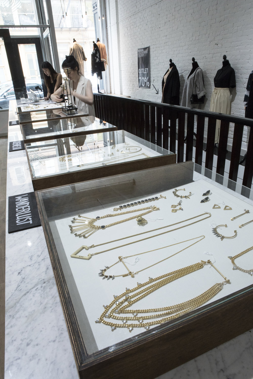 "vitrine + 2 displays GROUNDFLOOR on cashier desk jewelry sunglasses small OBJECTS 24x24"" 800 usd / month"