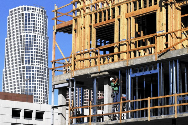 A 281-unit apartment and retail complex is under construction along Olympic Boulevard and Hill Street in downtown Los Angeles. (Mark Boster, Los Angeles Times)