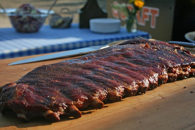 Nothing better than St. Louis ribs--dry-rubbed and smoked to perfection. Bring the Q Craft smoker to your next event and treat your guests to this BBQ essential. . . . #qcraftbbq #ribs #stlouisribs #bbqribs #slowsmoked #brisket #knowyourrancher #sonoma #marin #napa #winecountrywedding #sonomawedding #sonomacatering #catering #bbqcatering #sustainable #local