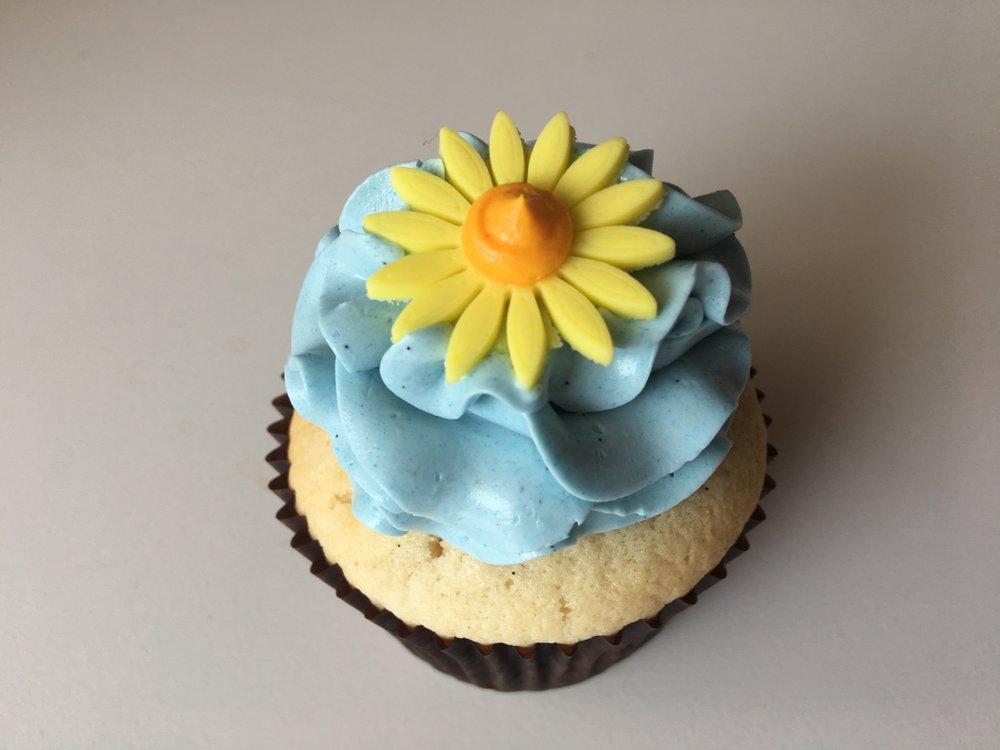 cupcake daisy blue yellow
