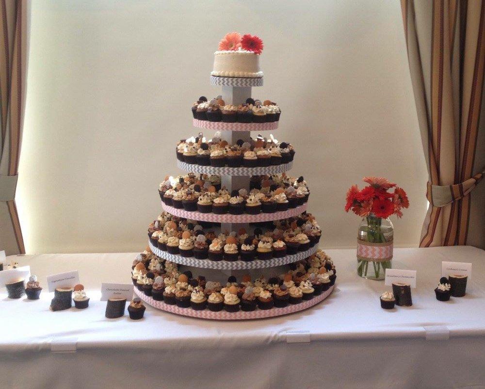 wedding cupcakes Gerber daisy