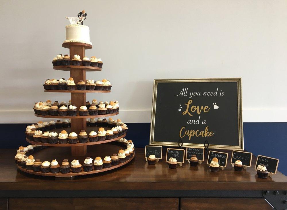 wedding cupcakes blue barn cider