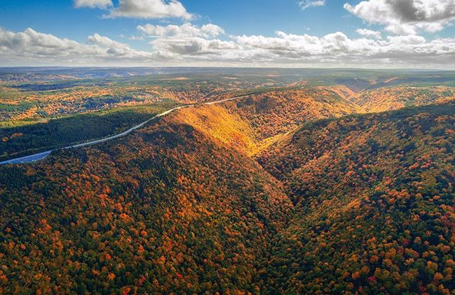 Visiting Cape Breton this fall? Your in for a awesome experience ! See you there for the peak of the fall colours! #fall #drone #capebreton #capebretonhighlandsnationalpark #capebretonisland #explorecb #colors #valley #leaves #shareyourweather #explorecanada #canada #novascotia