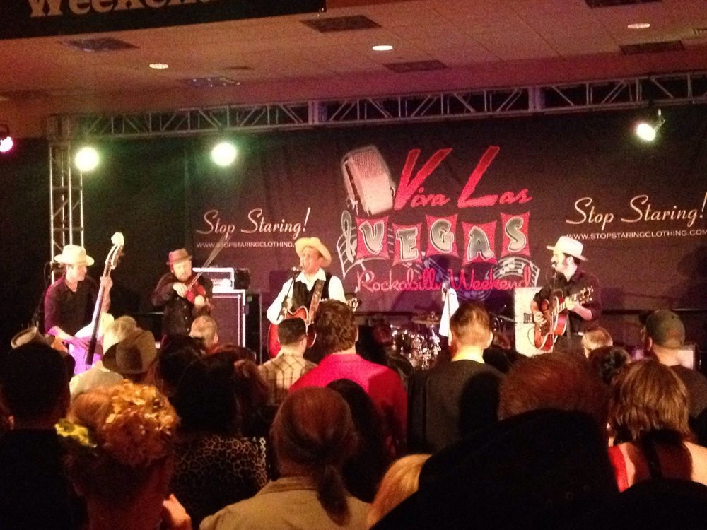 Lucky Tubb & his Modern Day Troubadours in action @ VLV 2014