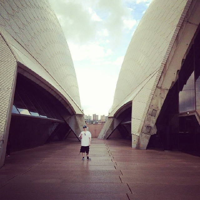 Im on that #sydney #opera house tip! This was such a dope experience. Wouldn't trade it for anything.  Gave me a whole nother' level of perspective on so many aspects of life.  #travel #traveler #backpacker #projectstripes #stripeshiphop #explore #australia