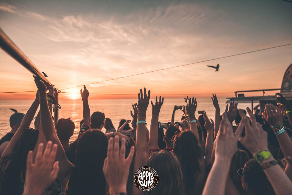 DAY 1 - SUNSET BOAT PARTY
