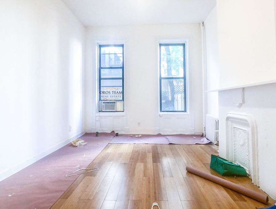 411 W 50 Street #1C - Nicely Renovated 1 bedroom in Midtown west! The unit offers separate renovated kitchen, hardwood floors, exposed brick and high ceilings. Available for 1 year lease only. Sorry, no pets or smoking.Rent: $1,850 /monthTerms: 12 - 12 MonthsAvailable: Immediate