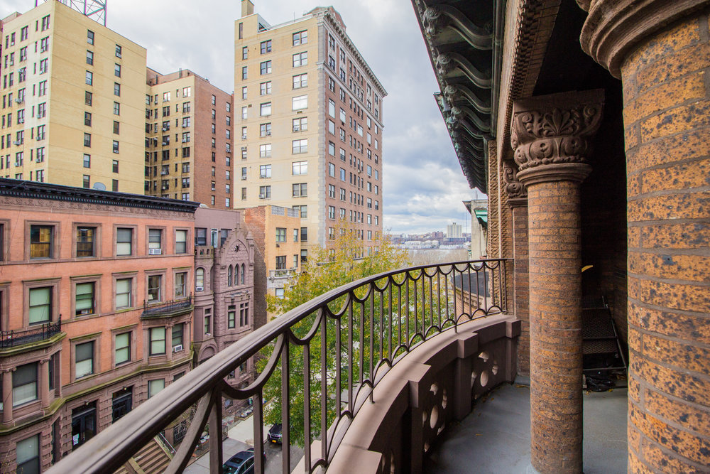323 W 76 Street #4F - Charming Studio in Brownstone on the Upper West Side!This spacious unit features decorative fire place, newly renovated kitchen and bath! There is a charming balcony with city and water view! Sorry, no pets or smoking.Rent: $2,150 /monthTerms: 12 - 12 MonthsAvailable: February, 2019