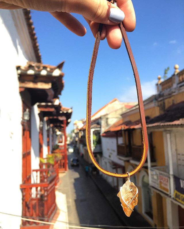 Crystals4cancer in Cartagena 🌞 . . . #uams #beatcancer #multiplemyeloma #cancersucks #cancer #crystal #citrine #choker #cartagena #charity #NC