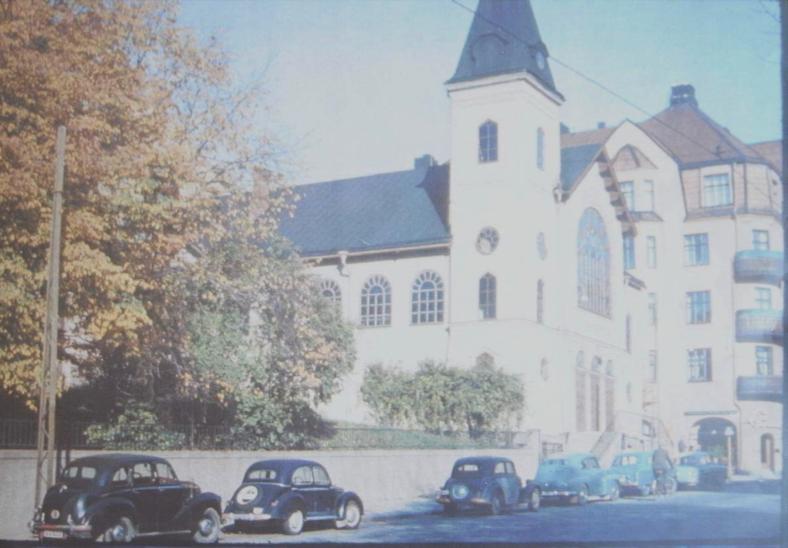 Missionskyrkans södra fasad, troligen från sent 1940-tal. Foto: Missionskyrkans arkiv.