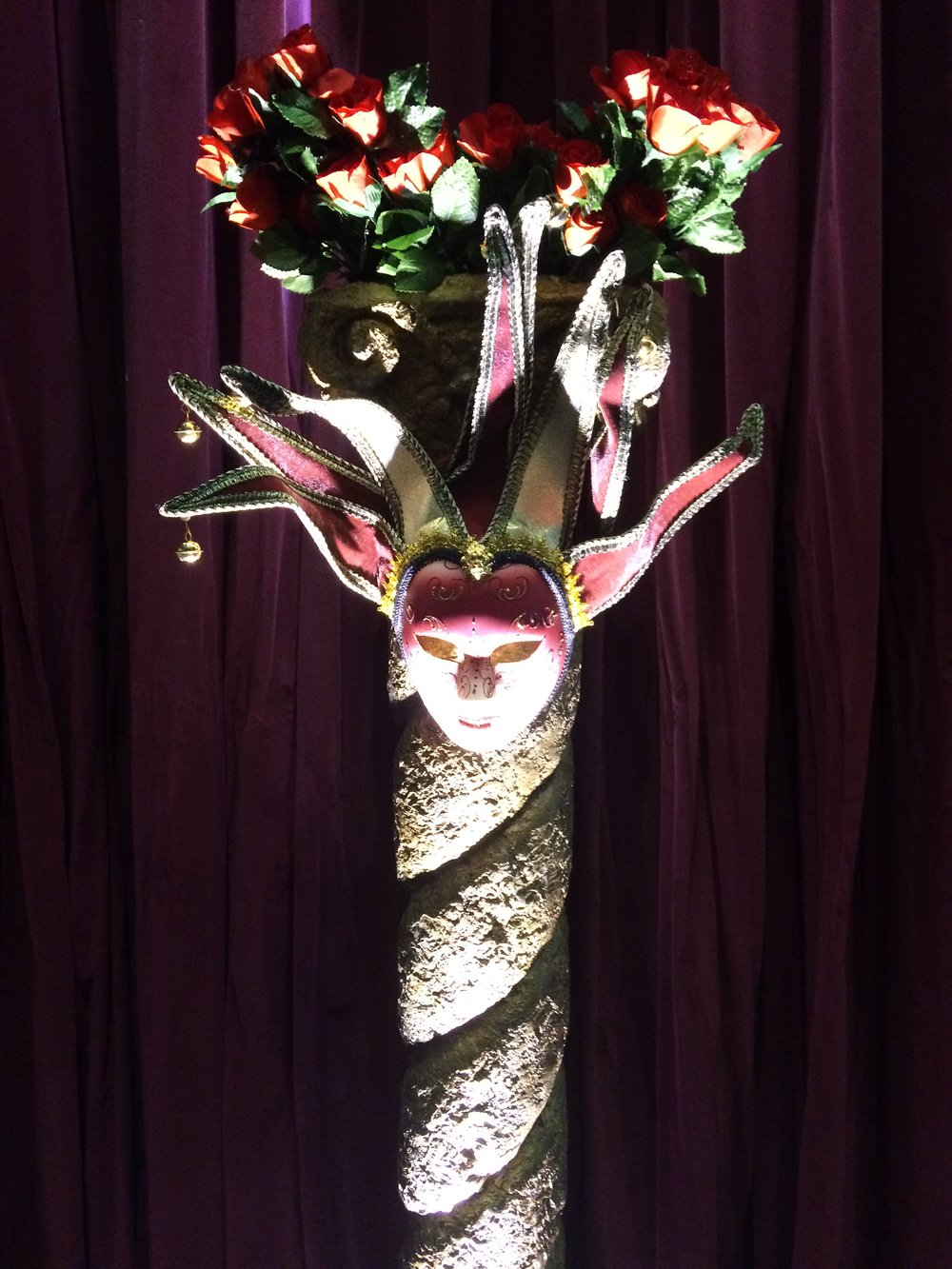 Mardi gras Pillar and mask with roses.jpg