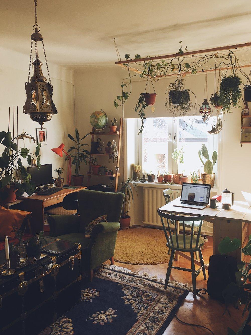 Från   Jeanette  s lägenhet där vi haft hoffice, alltså home-office.