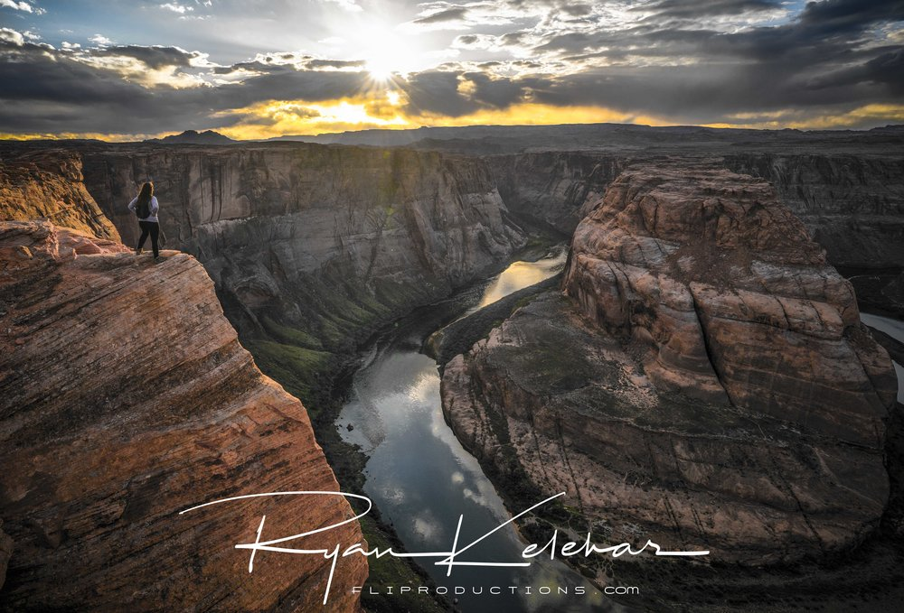 Epic image of young woman hiker overlooking Horseshoe Bend - Pag