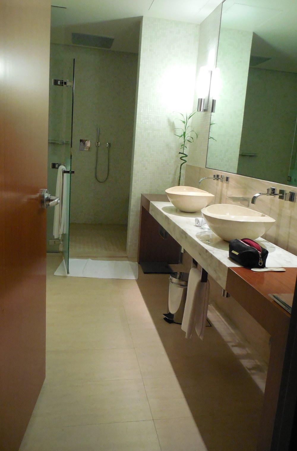 Suite Bathroom Oryx Airport Hotel © Flyga Twiga LLC