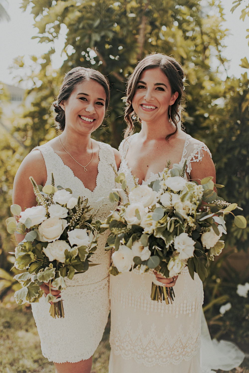 Neutral wedding flowers    by San Diego wedding florist, Compass Floral.