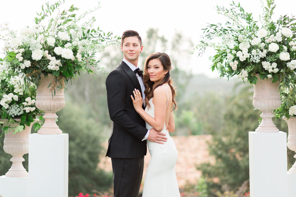 Elegant white pedestal wedding ceremony | Rancho Valencia Weddings | Rancho Santa Fe | Compass Floral | Wedding Florist in San Diego and Southern California | Cavin Elizabeth Photography