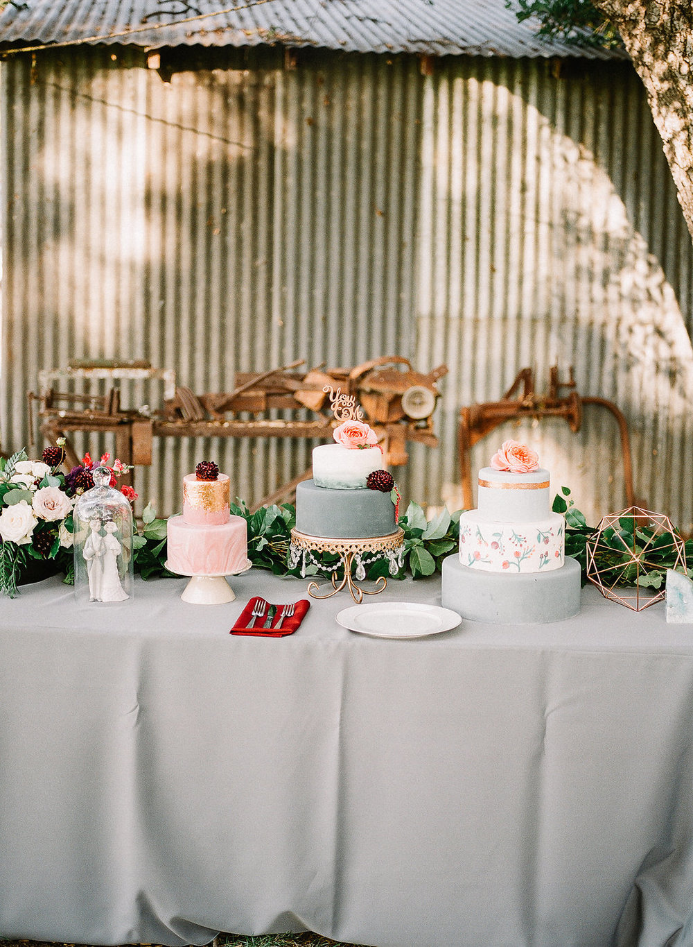 Gray, blush and white wedding cakes | Fallbrook Treehouse | Compass Floral | Wedding Florist in San Diego and Southern California | Allie Lindsey Photography
