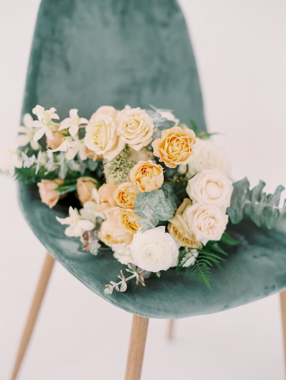 Neutral floral color palette | Studio 710 | Compass Floral | Wedding Florist in San Diego and Southern California | Dear Lovers Photography