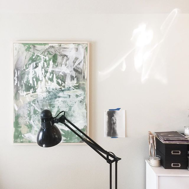 a view of the art studio with a large painting I created for my first ever solo exhibition this past February - along with a small figure drawing - trying to prep my space for the fall/winter time that is fast approaching • #artwork #painting #modernart #modern #contemporary #contemporarypainting #contemporaryart #contemporaryartist #abstract #abstractpainting #original #originalart #seattleart #seattleartist #seattleartists #newcontemporaryart #tar #todaysartreport #artcollector #newcontemporary