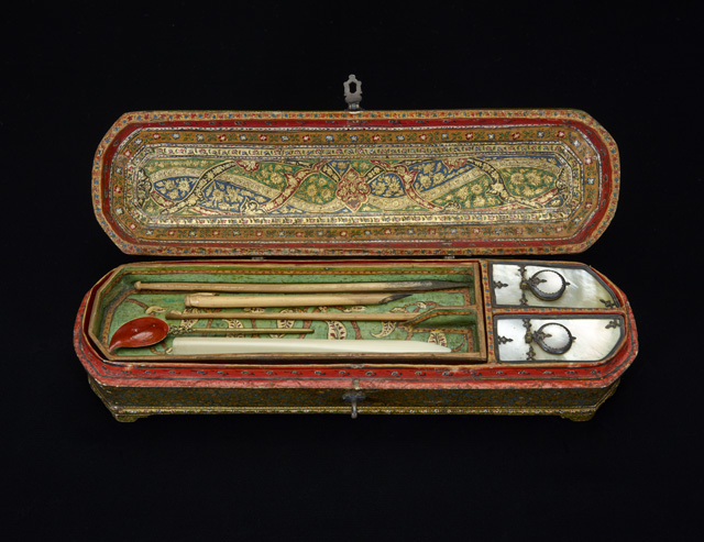 Writing case Probably Kashmir, 19th century CE (13th century AH) Painted and lacquered papier-mâché, mother-of-pearl and metal Birmingham Museums Trust (1962S1667.00146) ©Birmingham Museums Trust
