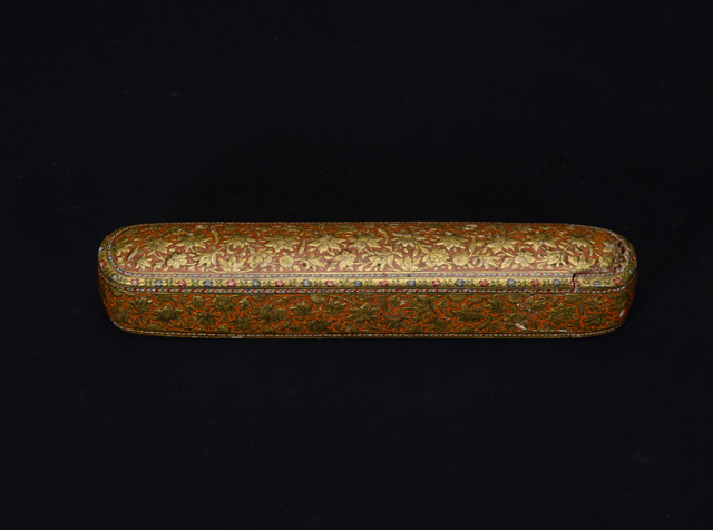 Pen case Probably Kashmir, 19th century CE (13th century AH) Painted and lacquered papier-mâché Birmingham Museums Trust (1962S01667.00111) ©Birmingham Museums Trust