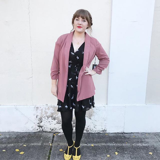 MEEEOWWW! Loving this purrrfect dress paired with our new pink blazer 😻😻😻