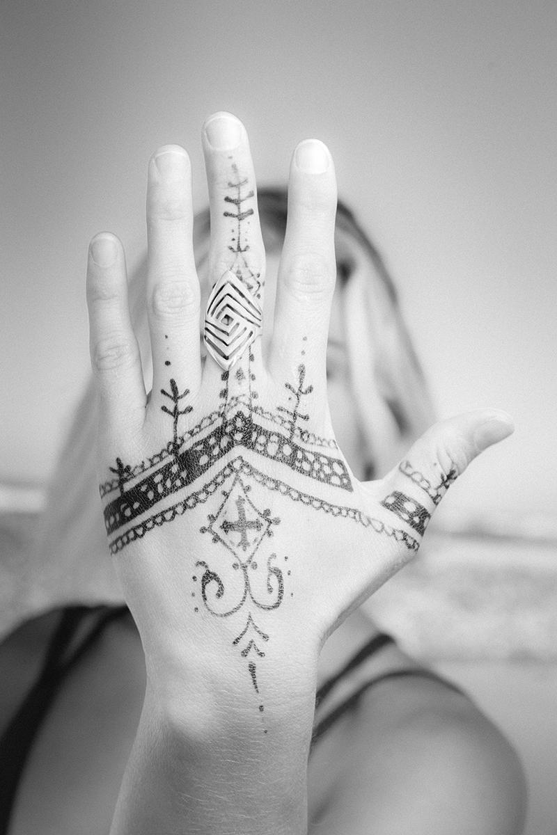 augustblog_©2017_garymossphotography_henna.jpg