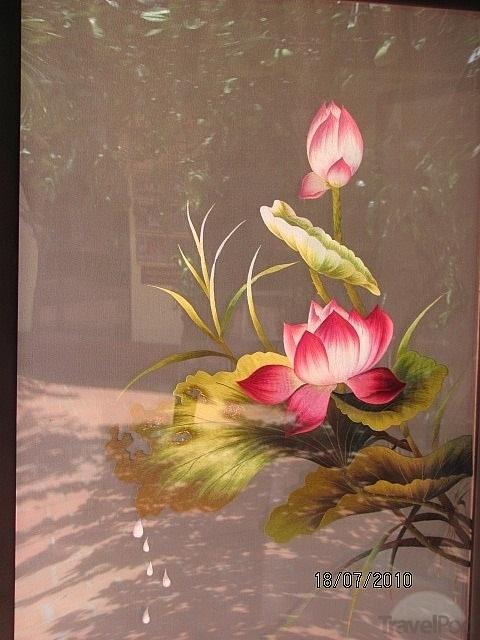 silk-embroidery-1-hanoi.jpg