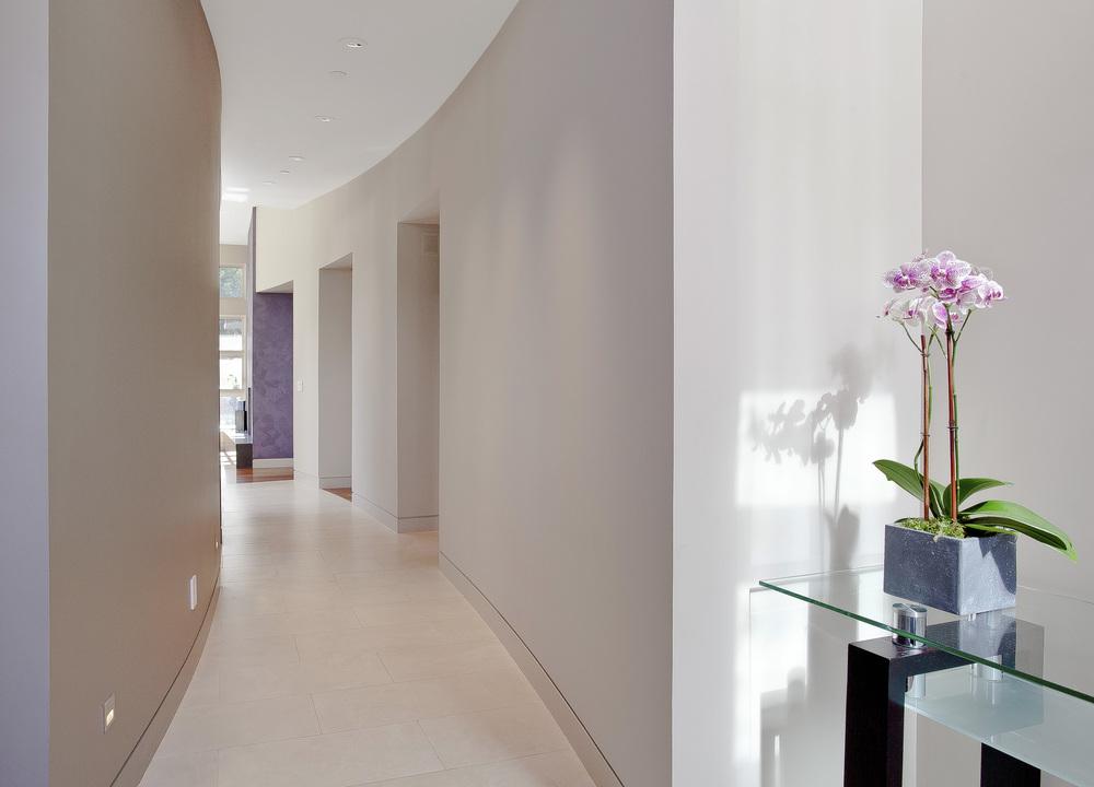 4 La Prenda Hallway.jpg