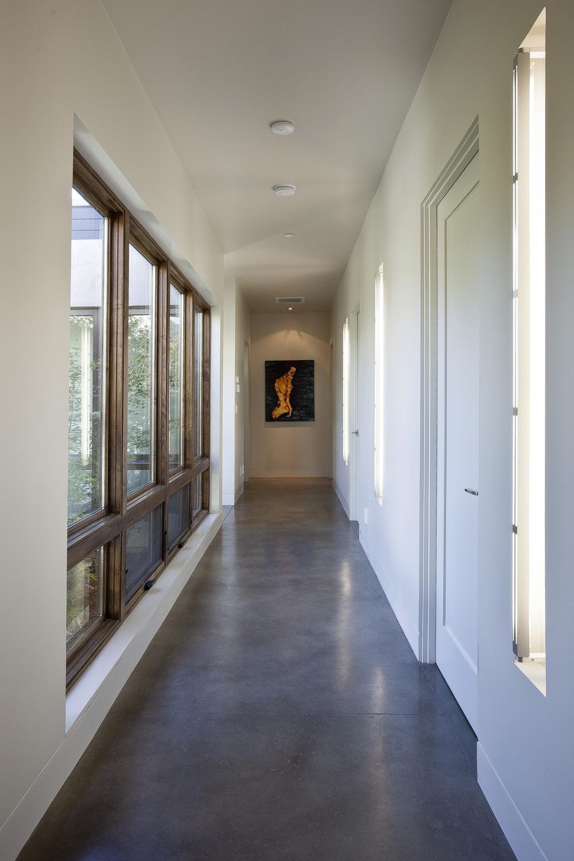 15-471 S. Clark Hallway 3.jpg