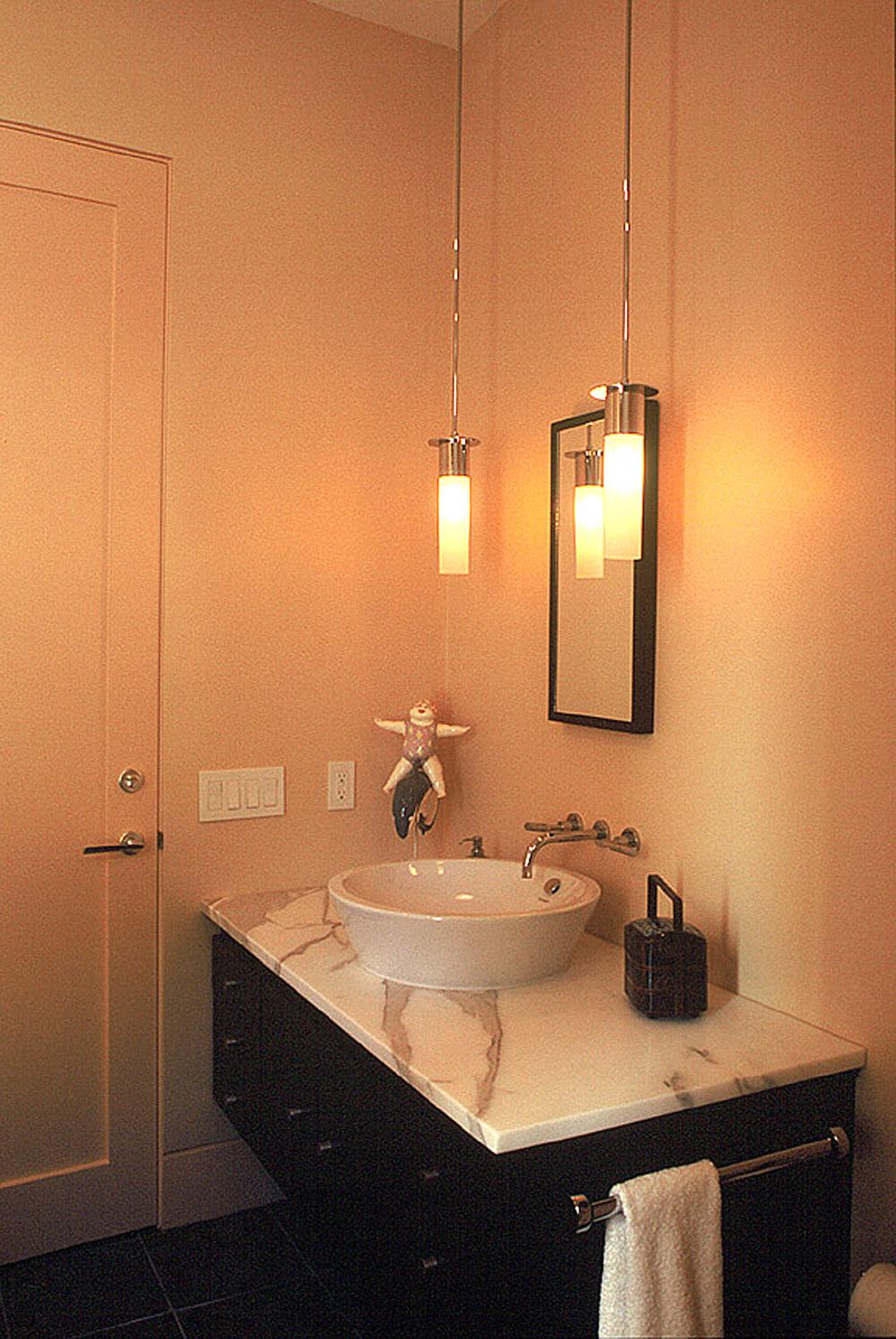 17 - 619 Small Bath.jpg