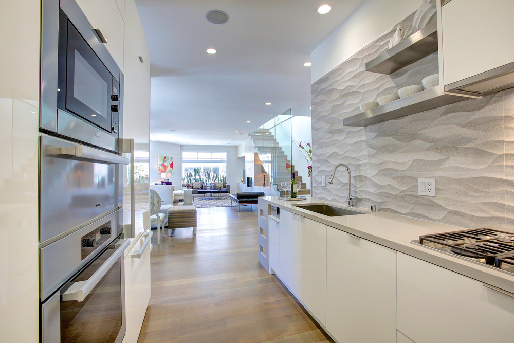 7-2303 Filbert Kitchen to liv rm.jpg