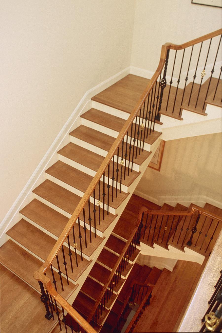 5 - 2672 Filbert Stair.jpg