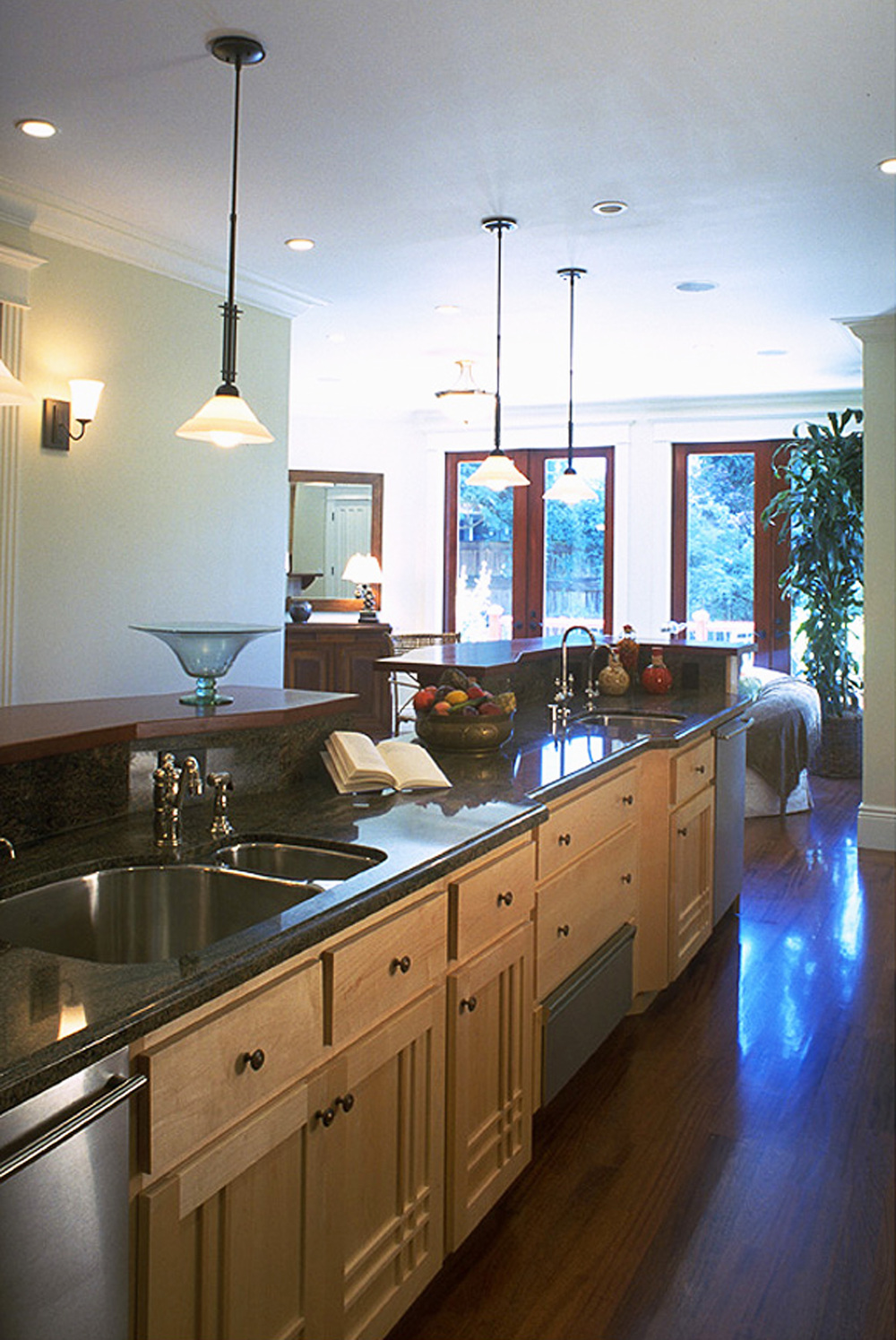 6 - 2821 Kitchen.jpg