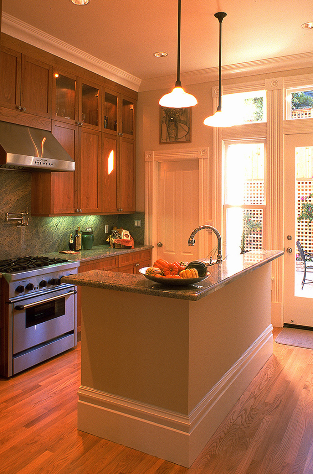 6 - 4031 Kitchen to Rear.jpg