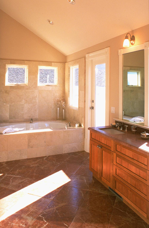 8 - 4031 Master Bath.jpg