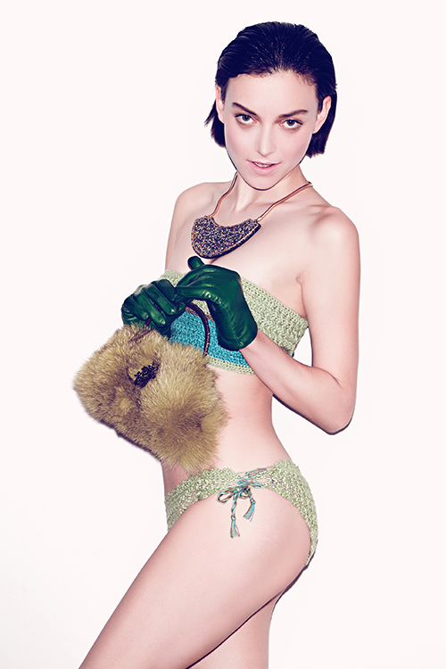 Necklace    –    Pluma                                    Purse    –    Clara    Kasavina                                   Gloves    –    Carolina    Amato                                   Bikini    –    Victoria    Martinez