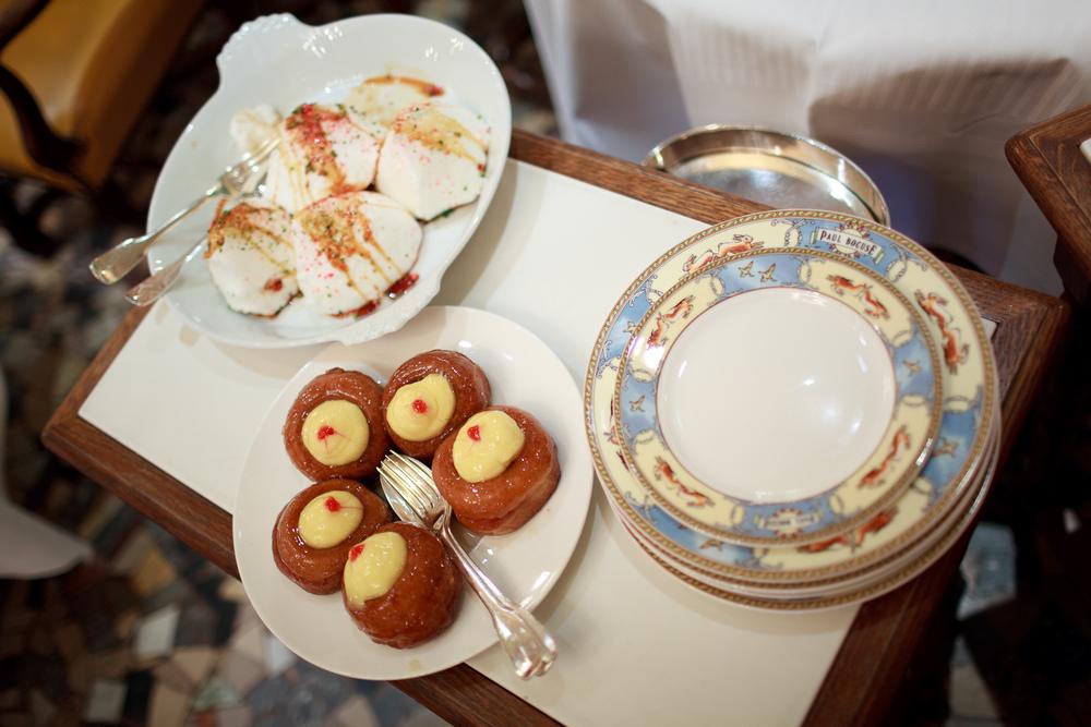 Paul Bocuse - Les Desserts Trois: Baba au Rhum, Ile Flottante