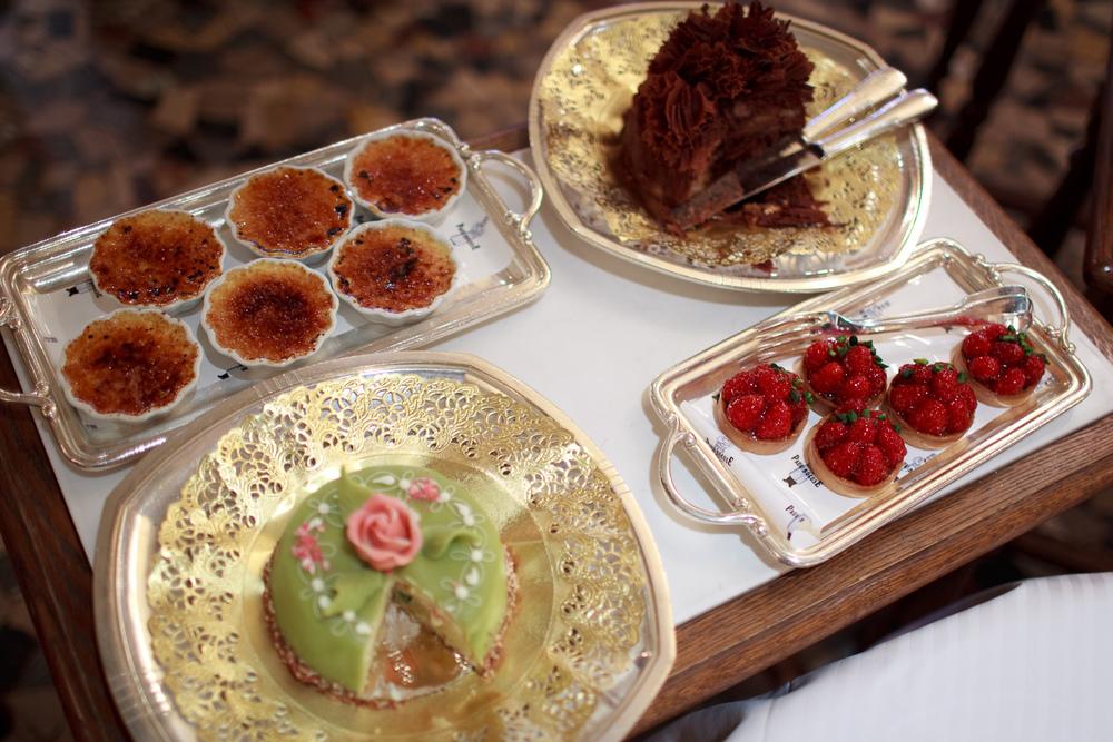 Paul Bocuse - Les Desserts Un: Cr�me Br�l�e, Tarte aux Fraises,